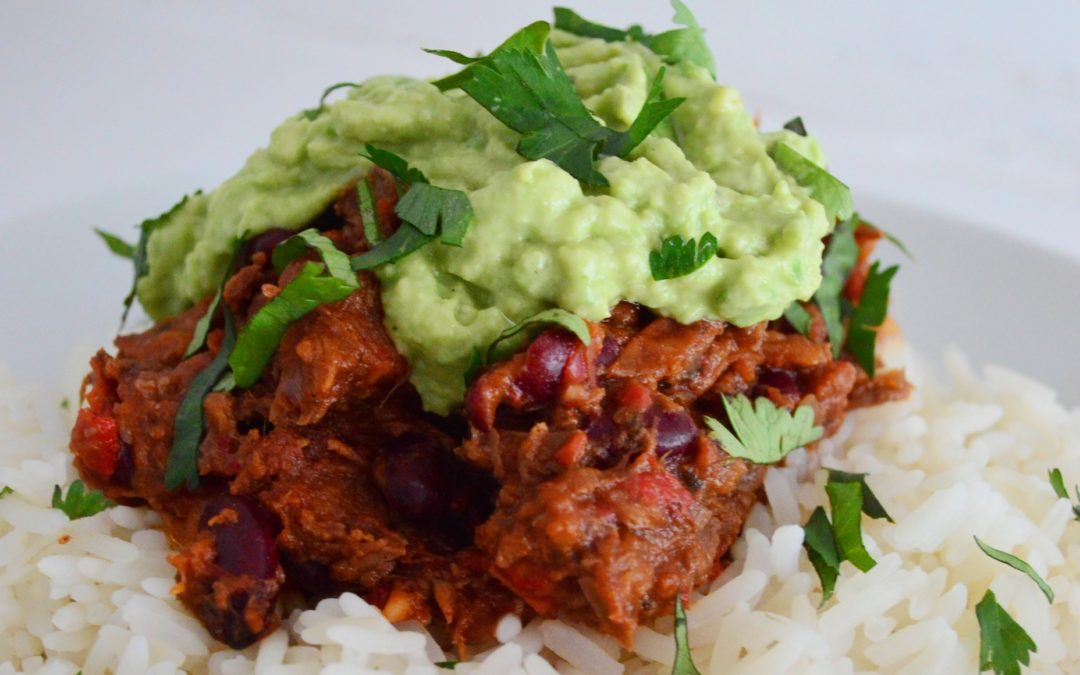 Slow-Cooked Chilli with Homemade Guacamole